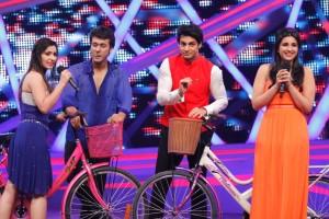 Ripu, Shivangi and Karan Wahi along with Parineeti  when she came for the promotions of Hansi To Phansi  on Nach Baliye-6