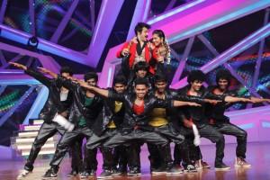 Rithvik and Asha performing with Loyola Dream team on Nach Baliye-6