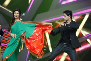 Shilpa Shetty Kundra dancing with Siddharth when he came for the promotions of Hansi To Phansi  on Nach Baliye-6